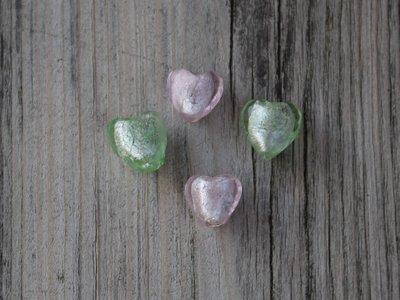 Kraal glas hart groen en roze 1,3 cm